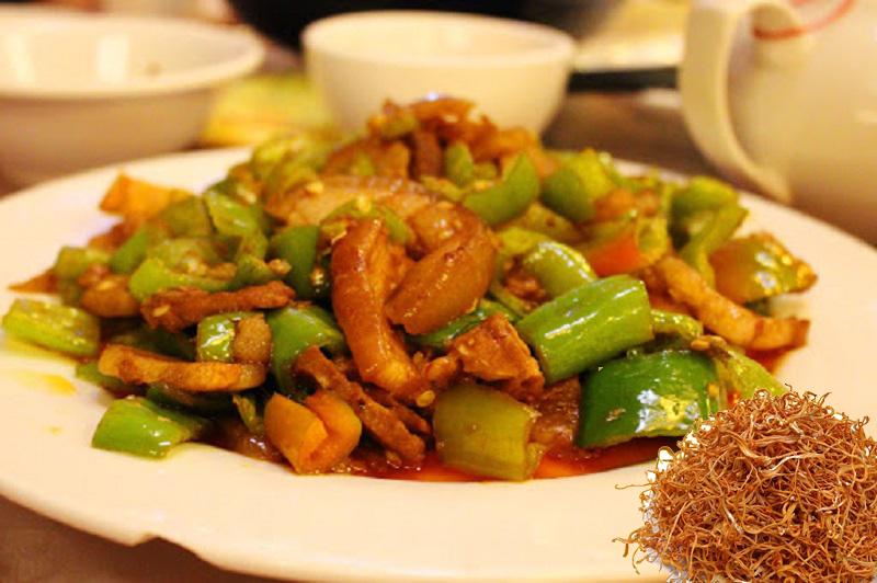 Đông trùng hạ thảo xào thịt đem lại nhiều ích lợi cho sức khỏe